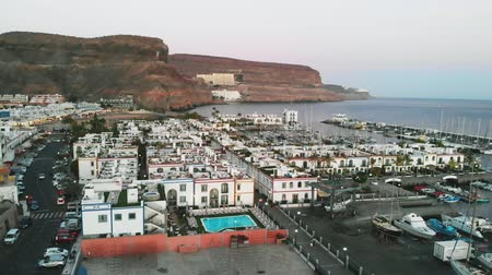успокаивающий : Top view of the bay, mountains and small houses at sunset city Puerto Mogan, Canary islands
