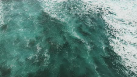 波 : Top down view of the turquoise water of the Atlantic Ocean 動画素材