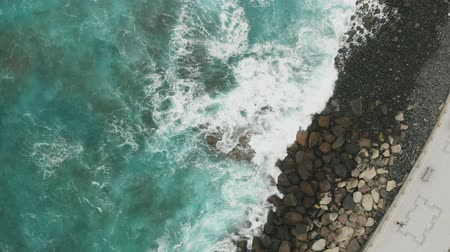 geológiai : Stone protection for the promenade on the Spanish island of Gran Canaria, Agaete. All the power of nature in the beautiful Atlantic Ocean, crystal clear water of green and turquoise, aerial view
