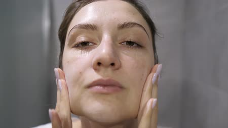 origin : Face wash - a girl applies face foam on her skin while looking at the camera. Natural cosmetics of natural origin