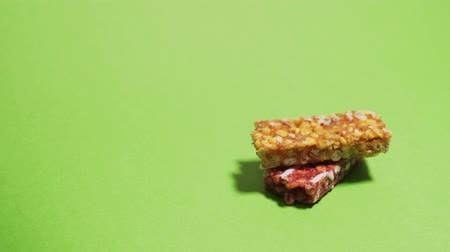 гайка : Granola bars stack on top of each other stop motion against chromakey