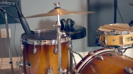 mikrofon : Acoustic Drum Set In Recording Studio