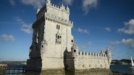 lizbona : Lisbon, Portugal. Belem Tower (Torre de Belem) is a fortified tower located at the mouth of the Tagus River.