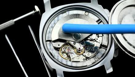 cronômetro : Watch Mechanism, A pair of mechanical watch movements ticking. Wristwatches mechanism macro. Stock Footage