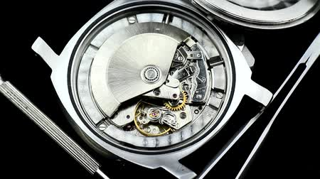 секунды : Watch Mechanism, A pair of mechanical watch movements ticking. Wristwatches mechanism macro. Стоковые видеозаписи