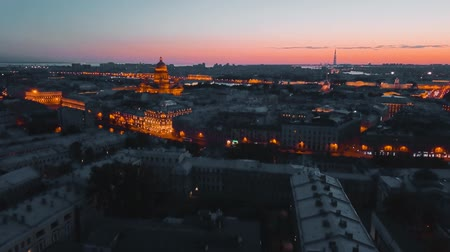 St. Isaak cathedral illuminating at night Saint Petersburg, Russia. city from above, cinematic drone video, historical buildings of nothern capital Стоковые видеозаписи