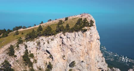 Mountains Peaks and sea. Epic on the edge of the mountain valley with rocks and sun flare. 4k drone flight. Aerial establisher. horizontal view. Europe green nature. Film vintage colors. Стоковые видеозаписи