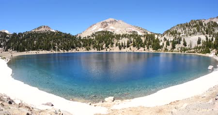 Ice Melt Water Lake, Lassen Volcanic Park California Wideo