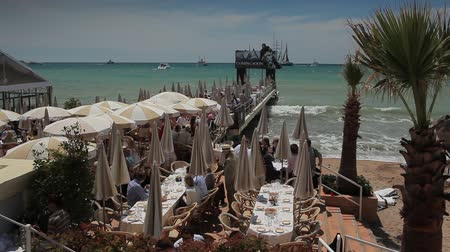 vanish : The restaurant on the waterfront in Cannes