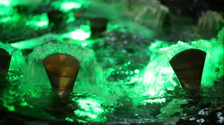 luminosidade : Beautifully flowing fountain water and multi colored lights illumination