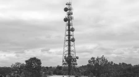 поставщик : Radio tower black and white hyperlapse on a cloudy day in the late afternoon at Redbank Plains, Brisbane, Queensland.