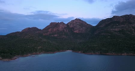 tasmania : Coles Bay in Freycinet National Park, Tasmania