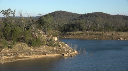 Квинсленд : Lake Perseverance in Crows Nest, Regional Toowoomba, Queensland during the daytime. Стоковые видеозаписи