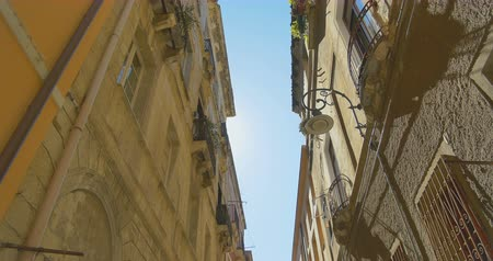 итальянский : Walking in the narrow old european city. Old building tops view. Italy Стоковые видеозаписи
