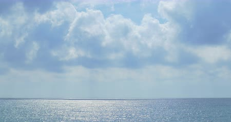 океаны : Blue sea with white clouds. Clear seascape. Стоковые видеозаписи