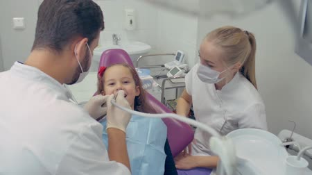 düşünceli : Kid at the Dentist