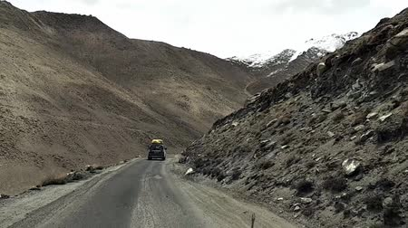 himalája : car driving on mountain way road hight up to peak top Khardung La pass