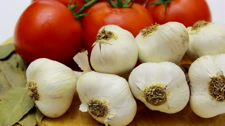 laur : Fresh tomatoes and garlic on a kitchen table in close-up in motion camera, Healthy food - fresh vegetables, Video clip