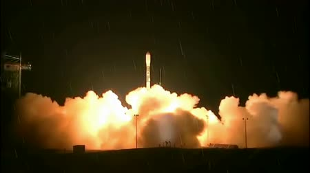 astronauta : Launching of a rocket into space by rainy night, Video clip