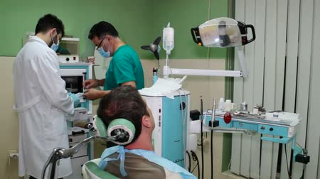 dentysta : Dentist and dental technician make a mold for patients imprint dental, Video clip