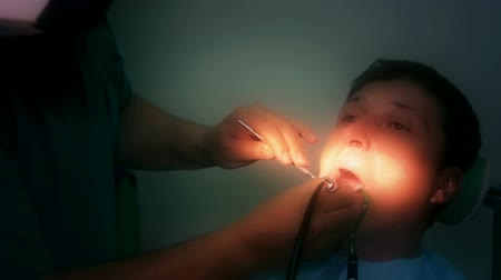 dentysta : Dentist fixes the patients teeth, Video clip