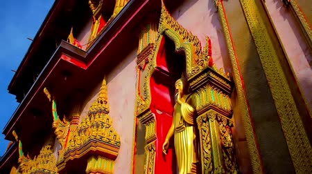 budist : Buddha statue in Thai temple , Phuket Stok Video