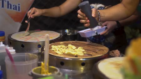 ped : Street food in Pattaya, Thailand Stok Video