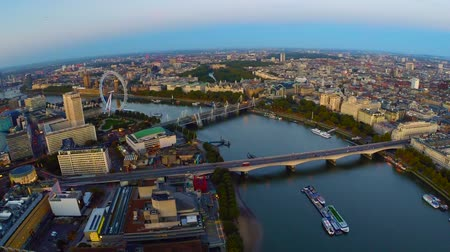 парламент : Aerial panorama of central London, UK. Features the River Thames, Millennium Wheel (London Eye), Waterloo and Houses of Parliament.
