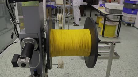 vlákno : reel with fiber optic cable on winding machine