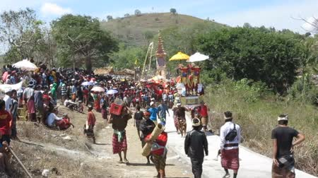 sarcophagus : NUSA Penida, PROV. BALI, INDONESIA - AUGUST 23rd 2015: The Peoples ATTEND Hindu funeral Cremation ceremony, August 23rd 2015 Sebuluh, Nusa Penida prov. Bali, Indonesia Stock Footage