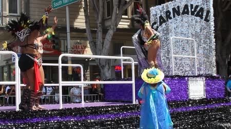 парад : San Francisco Carnival, May 2016, California USA, Parade in the mission district of San Francisco