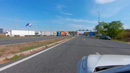 sérvia : Batrovci Lipovci, Croatian and Serbia border - October 14 2018: Strict security checks cause long waiting on the outside borders of European Union at main border crossing between Croatia and Serbia