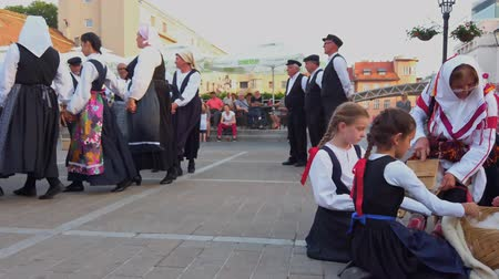 földműves : Zagreb, Croatia - June 12, 2019: Folk dance group performs a show for tourists in Zagreb, Croatia, singing and dancing traditional Croatian dances and songs
