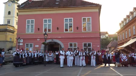детали : Zagreb, Croatia - June 12, 2019: Folk dance group performs a show for tourists in Zagreb, Croatia, singing and dancing traditional Croatian dances and songs