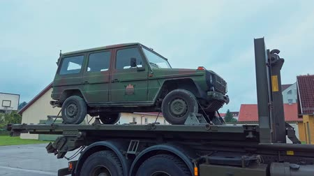 щит : Slovenska Bistrica, Slovenia - Sept 7, 2019: Demonstration of recovery of military 4x4 all terrain vehicle by breakdown and repair truck by Slovene armed forces