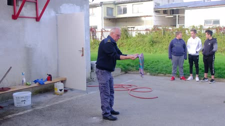 chamas : Slovenska Bistrica, Slovenia - Oct 4 2019: Firefighter demonstrates extinguishing a kitchen fire with wet blanket at public event at the fire station in Slovenska Bistrica, Slovenia
