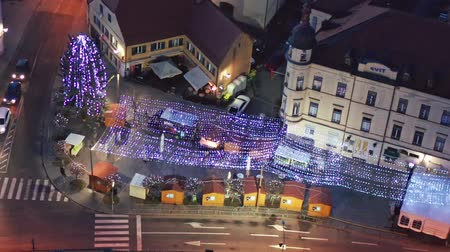 празднование : Slovenska Bistrica, Slovenia - Dec 25 2019: Aerial view of Christmas fair on main square in Slovenska Bistrica, a small medieval town in Slovenia, decorative lights illuminate the streets Стоковые видеозаписи