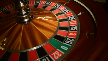 ruleta : rueda de la ruleta en el casino