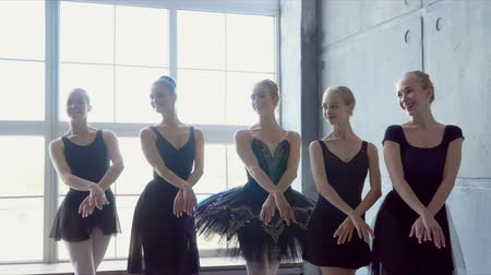 evrim : Girls in black tutus dance synchronously. Childrens ballet school. Stok Video