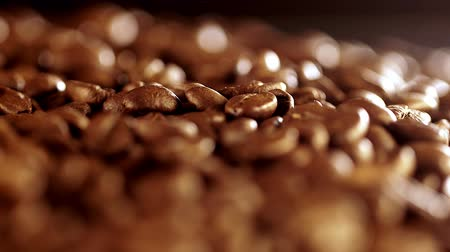 jó hangulatban : Coffee beans rotation in the slowed-down movement macro.