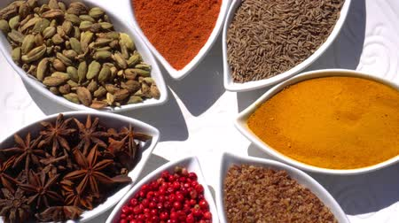 перец чили : Spices. Various Indian. Spice and herbs rotate. Assortment of Seasonings, condiments. Cooking ingredients, flavor. 4K video.