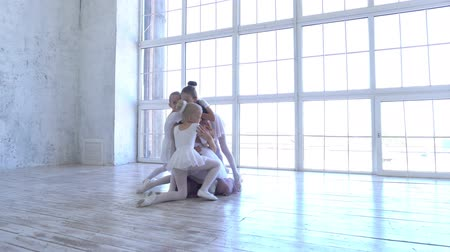 disciplina : Ballet School. Small ballerinas learn to dance. Beautiful view. Stock Footage