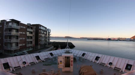 İskandinavya : A timelapse recording looking over the bow of a ship as it approaches the town of Hammerfest, Norway. Stok Video