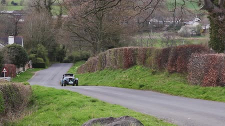 veterano : A 1947 HRG 1500 climbs Southwaite Hill in Cumbria, England.  The car is taking part in the 11th Flying Scotsman Rally, a free public-event. Vídeos