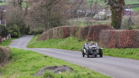 랠리 : A 1933 MG J2 Supercharged climbs Southwaite Hill in Cumbria, England.  The car is taking part in the 11th Flying Scotsman Rally, a free public-event.