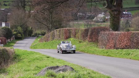 ралли : A 1936 Talbot BG110 climbs Southwaite Hill in Cumbria, England.  The car is taking part in the 11th Flying Scotsman Rally, a free public-event.
