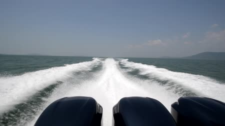 prędkość : High speed of speed boat in the sea