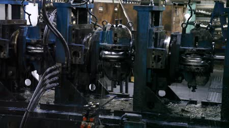 stoommachine : Machine with Rotating Parts, with Water Cooling (Metal Pipe Factory Equipment)