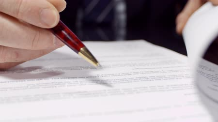 importante : Businessman sitting at shiny office desk signing a contract with noble pen Stock Footage