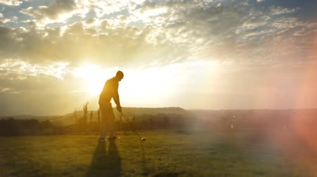 kurs : nice golf playing on a beautiful summer morning Wideo